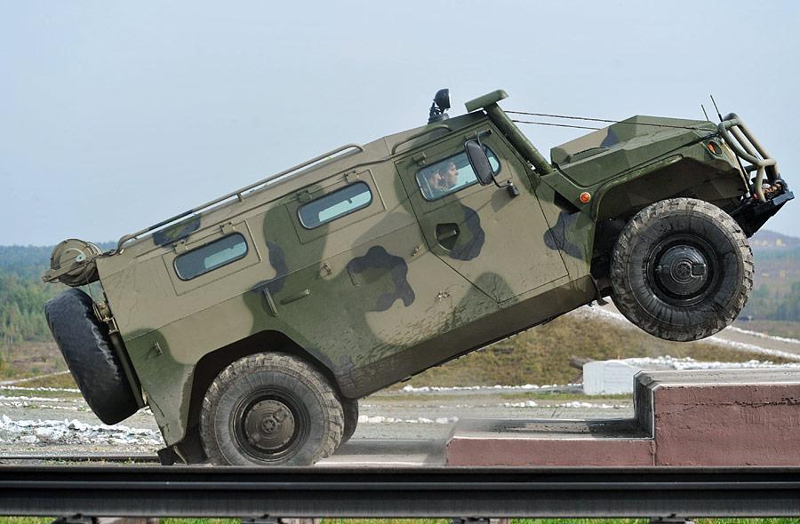 Российские бронеавтомобили «Тигр» будут оснащаться отечественными боестойкими шинами