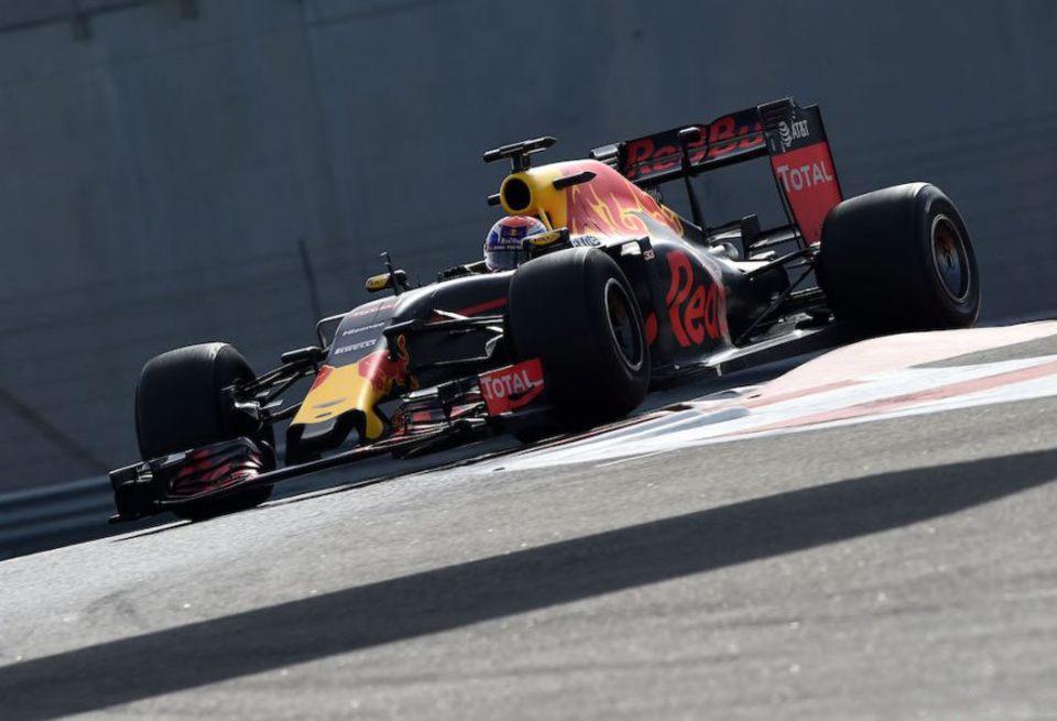 Пирелли обещает улучшить гоночные шины Формулы-1 к 2018 году