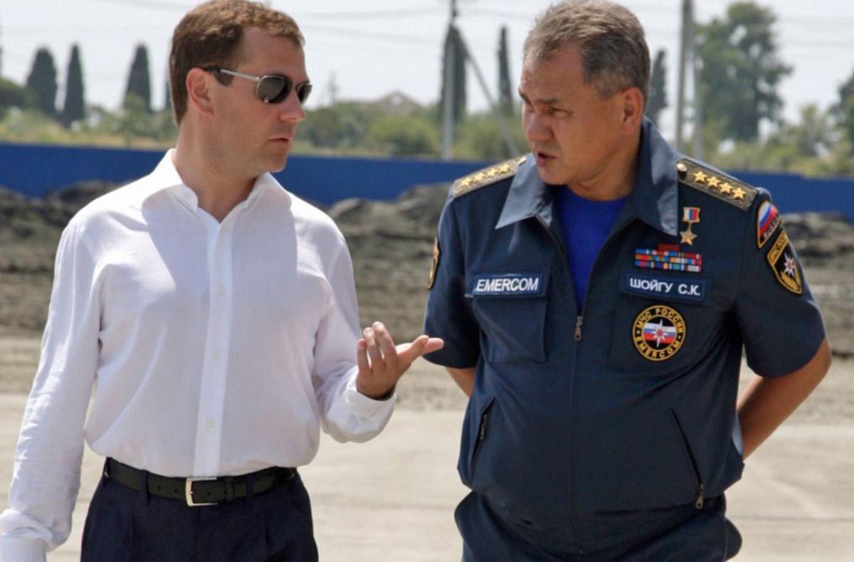 Медведев и Шойгу собираются посетить Кировский шинный
