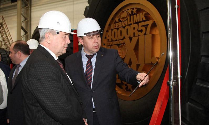 Вице-премьеру  Беларуси показали первую белорусскую ЦМК-шину на 57 дюймов