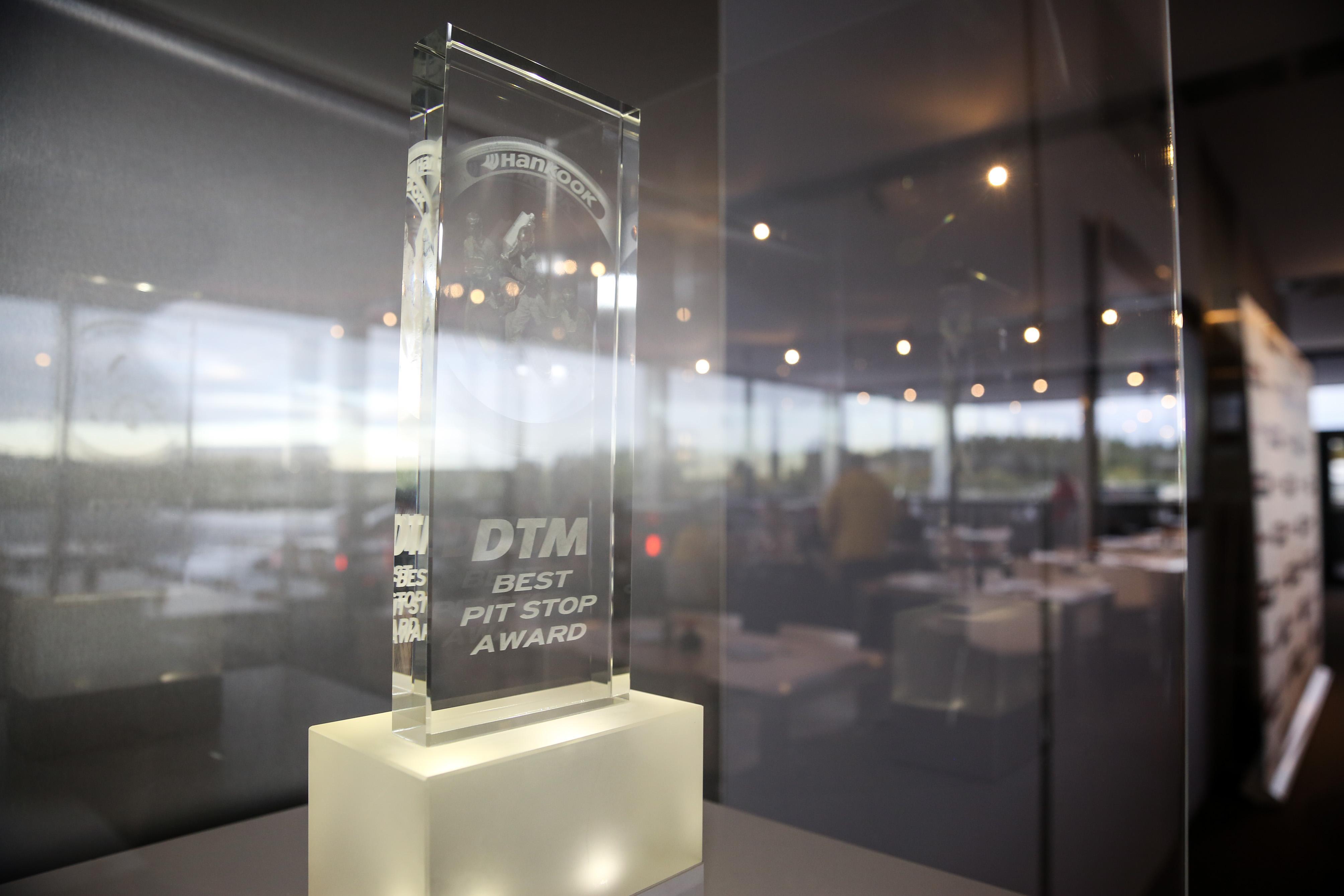 Hankook Tire вручила свой приз за самый быстрый пит-стоп в серии DTM