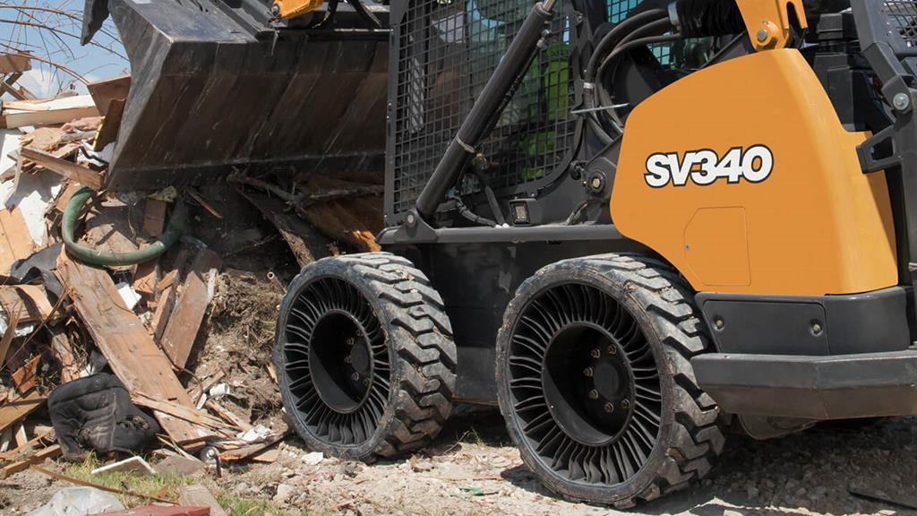 Мини-погрузчики CASE будут комплектовать безвоздушными колесами Michelin X Tweel SSL
