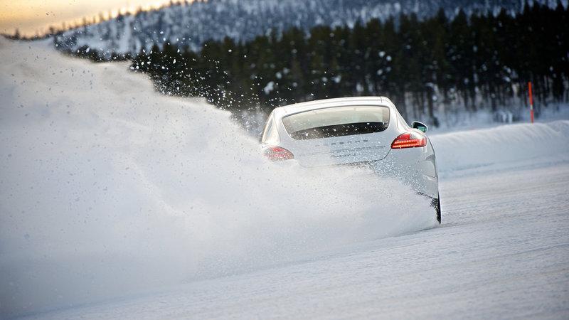 Советы специалистов Continental по эксплуатации зимних шин во время снегопада