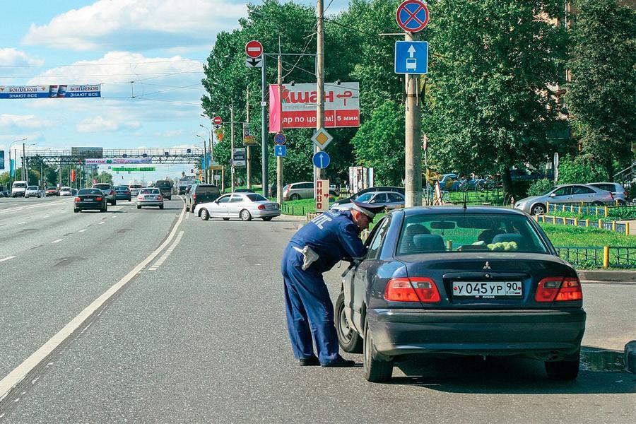 Проверку документов вне постов ГИБДД признали законной