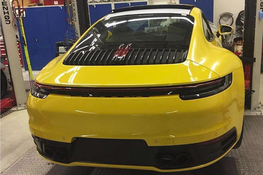 Новый Porsche 911 неожиданно рассекретили в сети