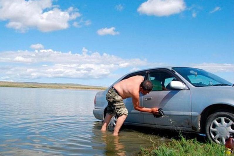 Штраф за мойку машины у водоема резко увеличат
