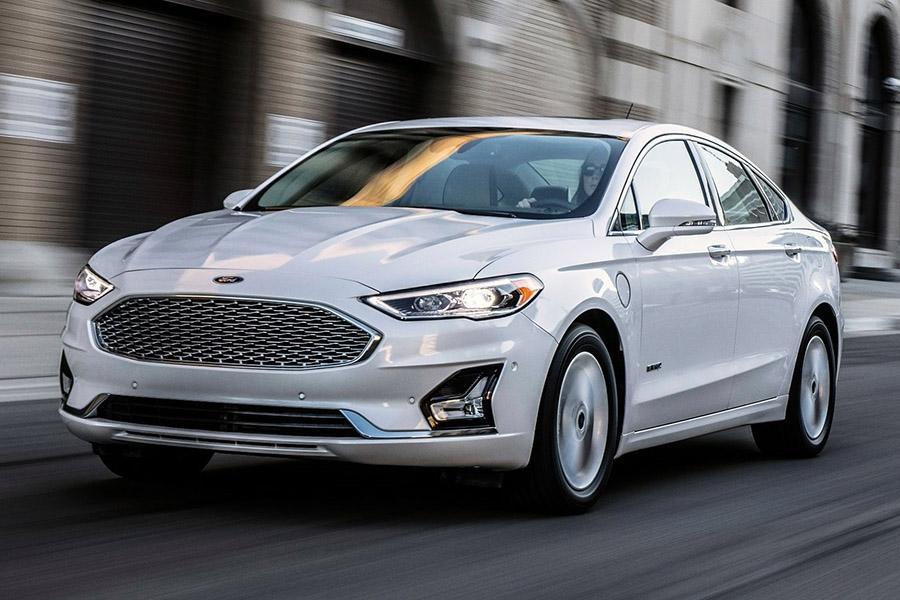 Ford слегка обновил седан Fusion
