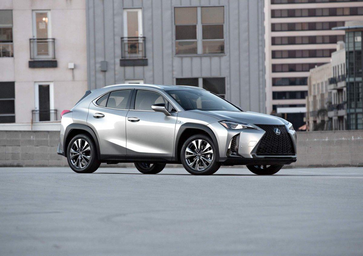 Bridgestone обует кроссоверы Lexus UX в шины с технологией Run Flat