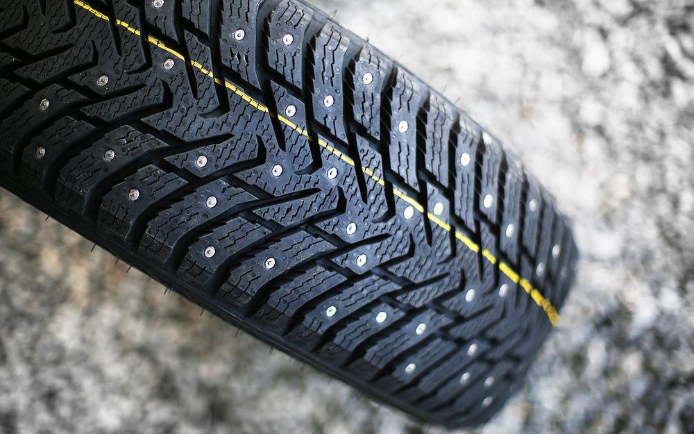 Шипованные шины убивают асфальт — может, запретить их?