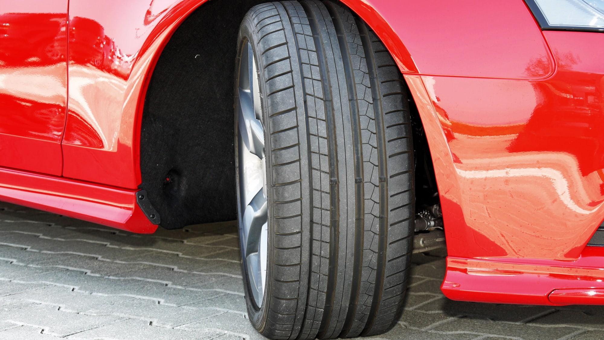 Какой размер шин лучше: узкий или широкий?