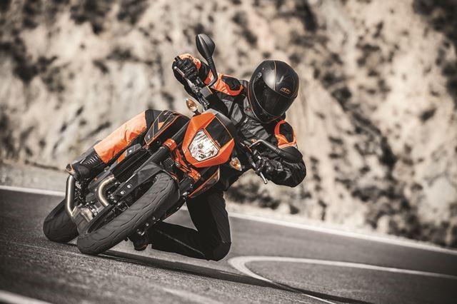 Новые байки KTM 690 Duke обуют в резину Metzeler