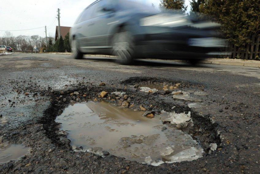 Медведев призвал жаловаться на плохие дороги в прокуратуру