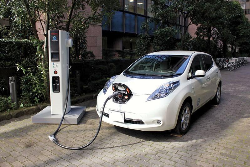 В автошколе научат пользоваться электромобилями