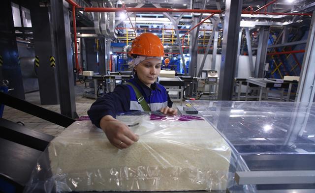 «Нижнекамскнефтехим» выпустил 3-миллионную тонну бутилкаучука для шинной промышленности