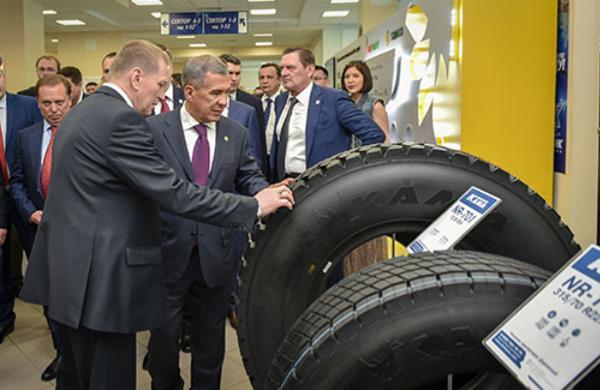Президент Татарстана посетил выставку шин производства НХК ПАО «Татнефть»