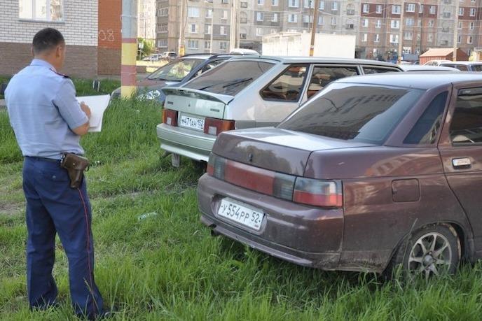 Москва начнет массово штрафовать за парковку на газонах