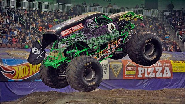 BKT Tires «обует» бигфуты европейского автошоу Monster Jam