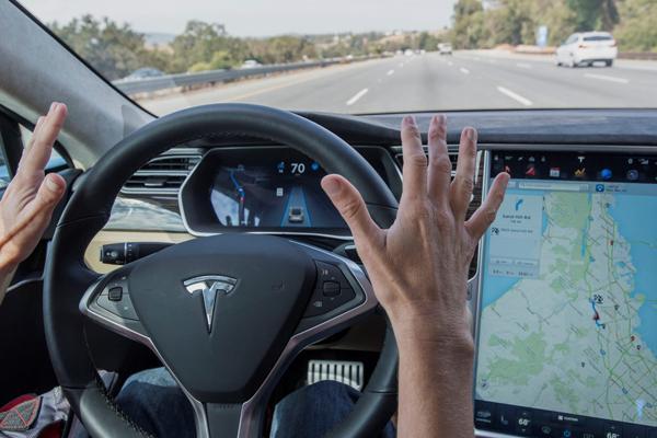 Tesla на автопилоте попала в ДТП со смертельным исходом