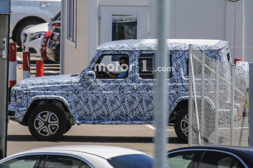 Фотошпионам попался Mercedes G-Class в камуфляже