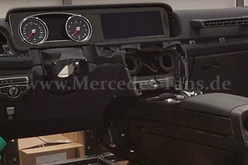 Новый Mercedes G-Class показал интерьер