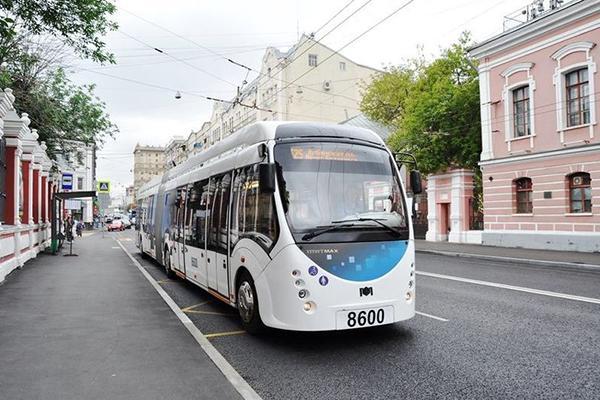 Гибридный троллейбус вышел на работу в Москве