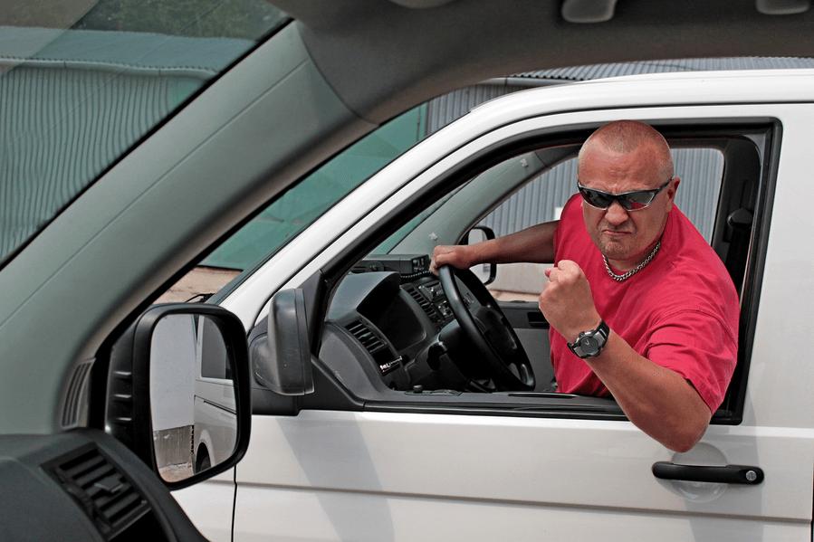 Три четверти водителей в США сознались в агрессивном вождении