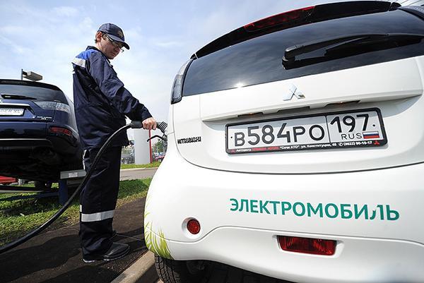 Продажи электромобилей в России остаются штучными