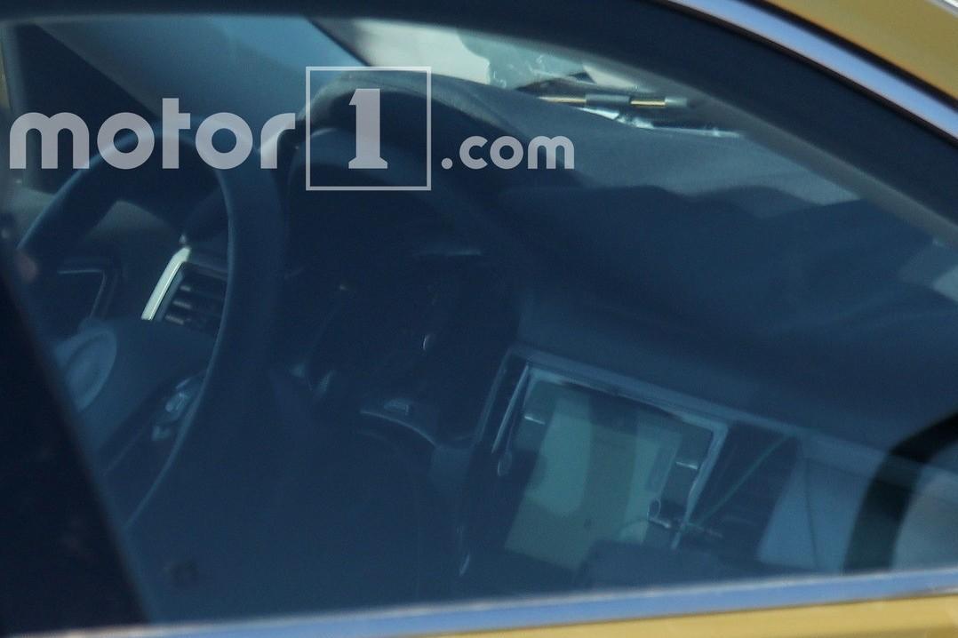 Фотошпионы заглянули в салон большого кроссовера Volkswagen