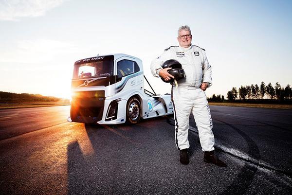 Грузовик Volvo обновил два рекорда скорости