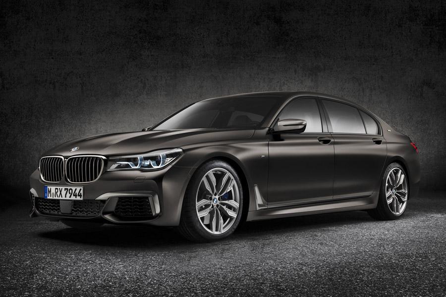 BMW объявляет российские цены на топовую версию М760Li
