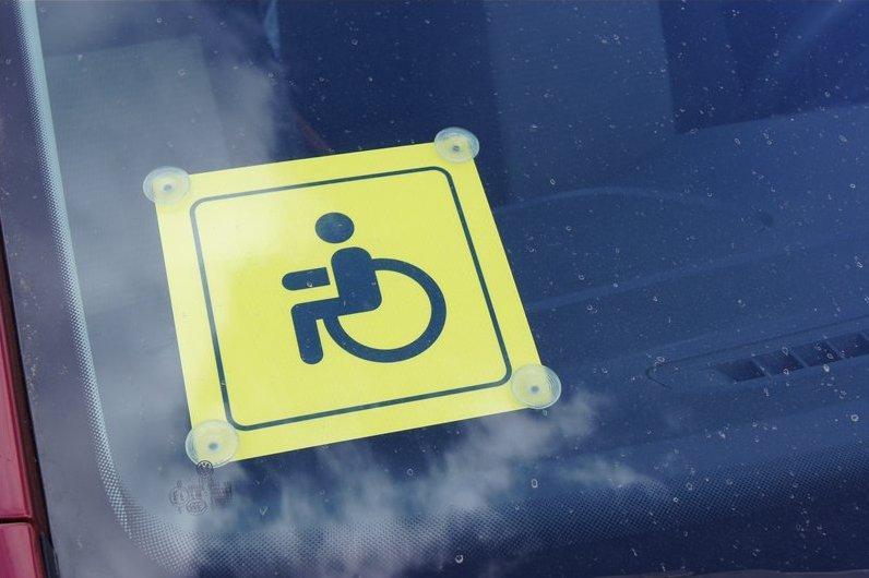 Транспортный налог для инвалидов отменять не будут