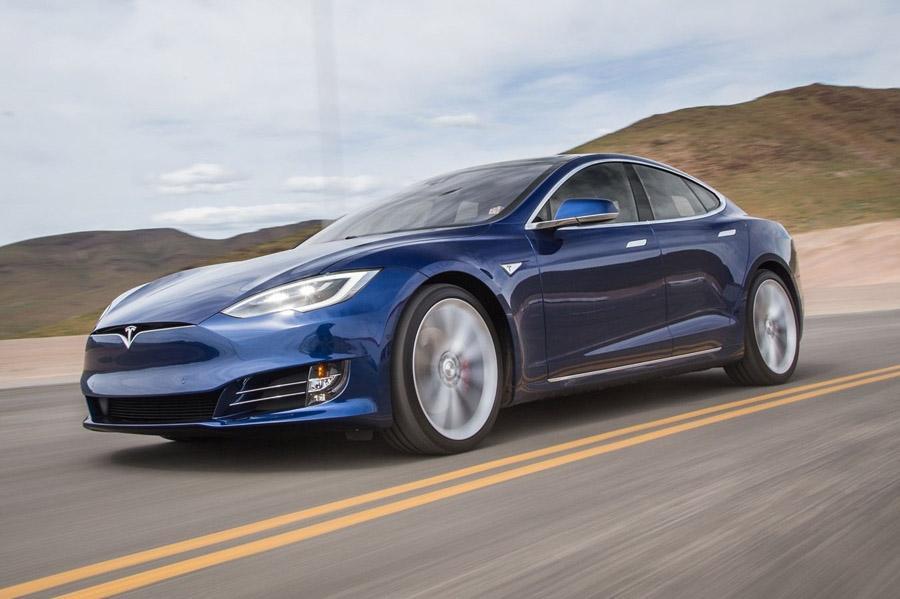 Немцы просят компанию Tesla не рекламировать автопилот