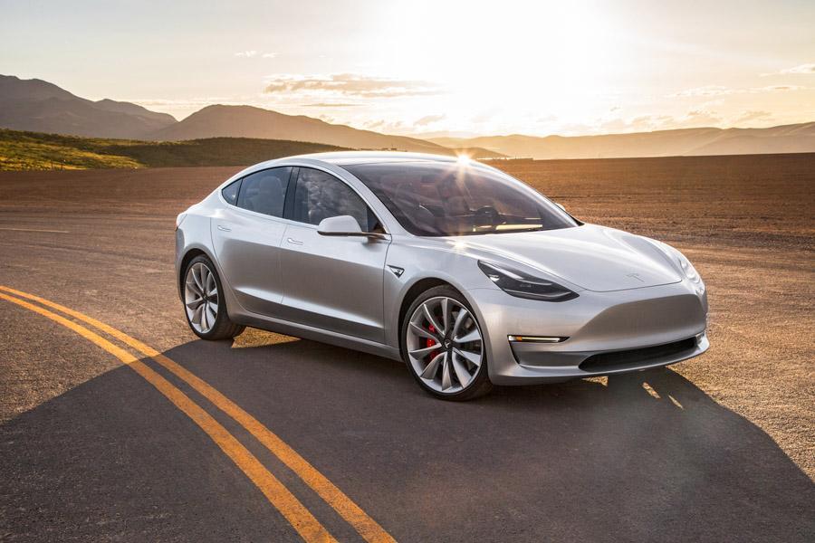 Tesla распродала Model 3 на год вперед
