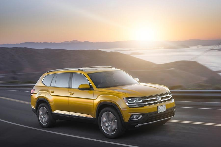 Volkswagen рассекретил семиместный кроссовер Atlas