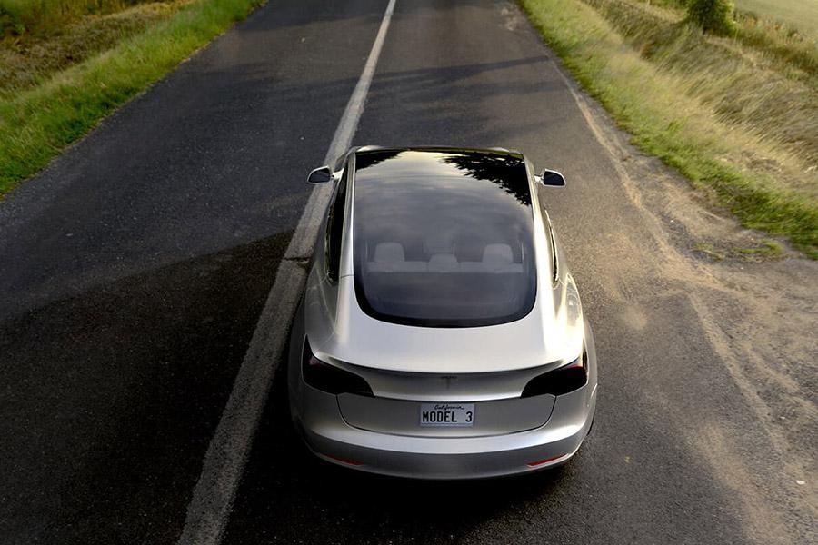 Tesla Model 3 задерживается на пути к конвейеру