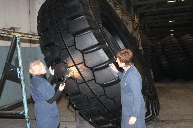 На СКГШ ОАО «Белшина» свулканизирована первая 57-дюймовая ЦМК-шина