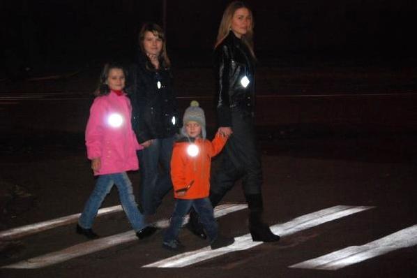 ГИБДД выяснила отношение пешеходов к светоотражающим элементам