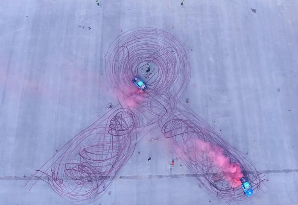 Multistrada и Kumho помогли установить новый мировой рекорд в рисовании шинами