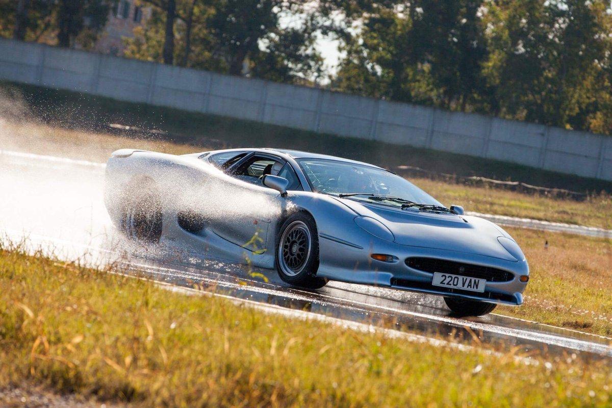 Bridgestone тестирует новые шины для «старого» спорткара Jaguar XJ220