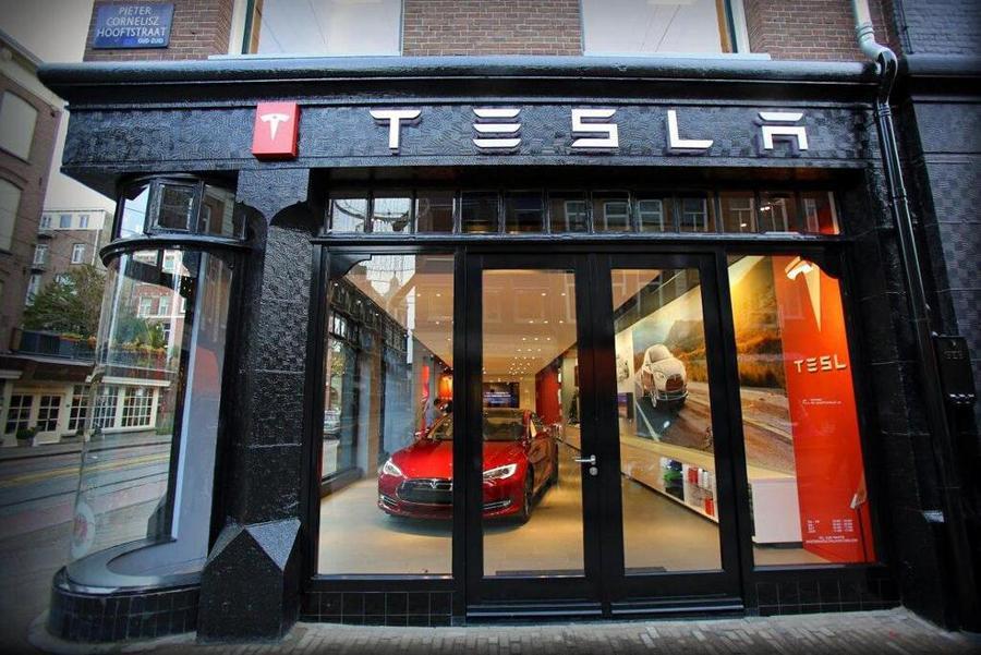 Tesla сменила название