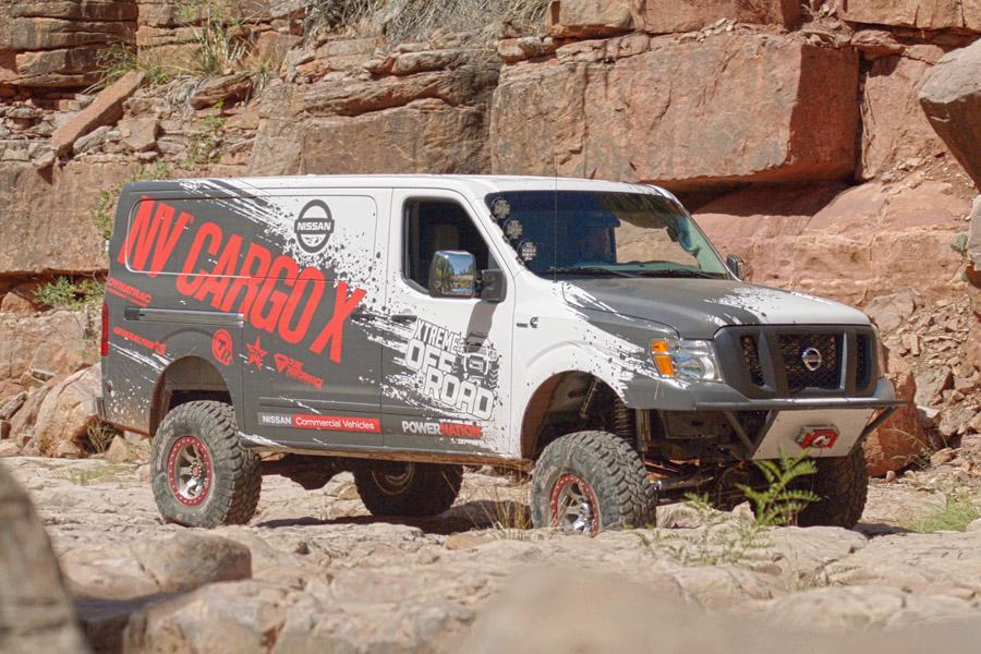 Nissan представил коммерческий фургон для бездорожья