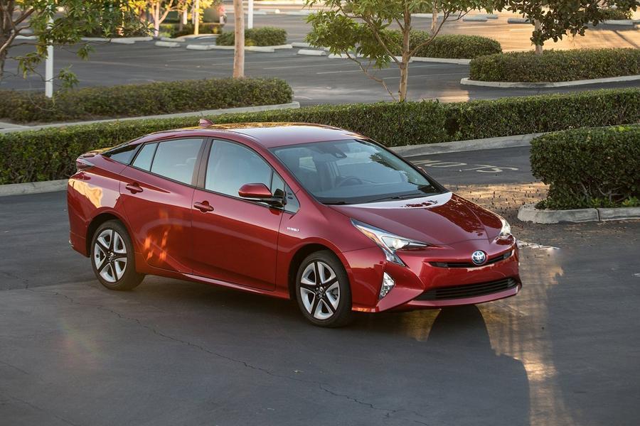 Объявлена рублевая цена гибрида Toyota Prius