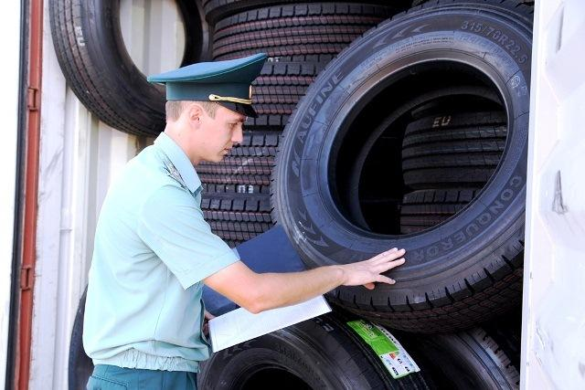 Новороссийские таможенники пресекли ввоз контрафактных шин из Китая