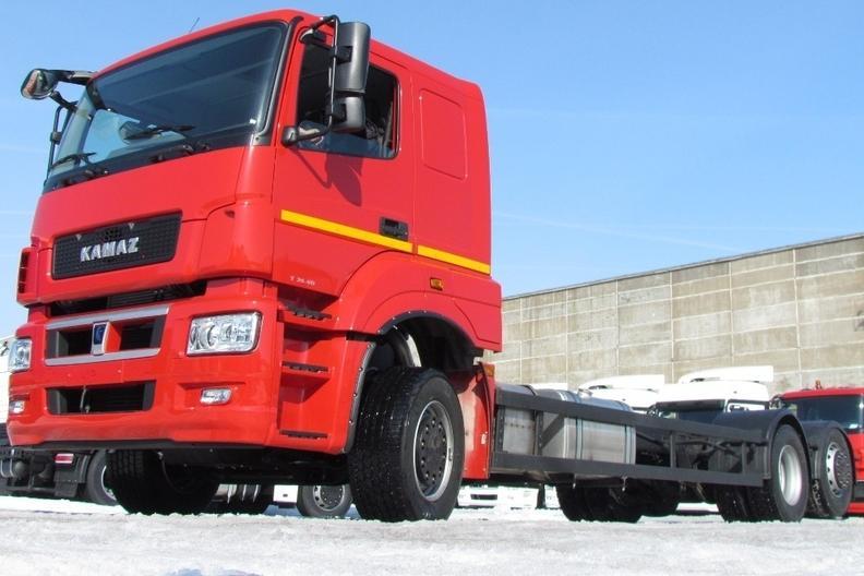 КАМАЗ представил новую версию трехосной модели