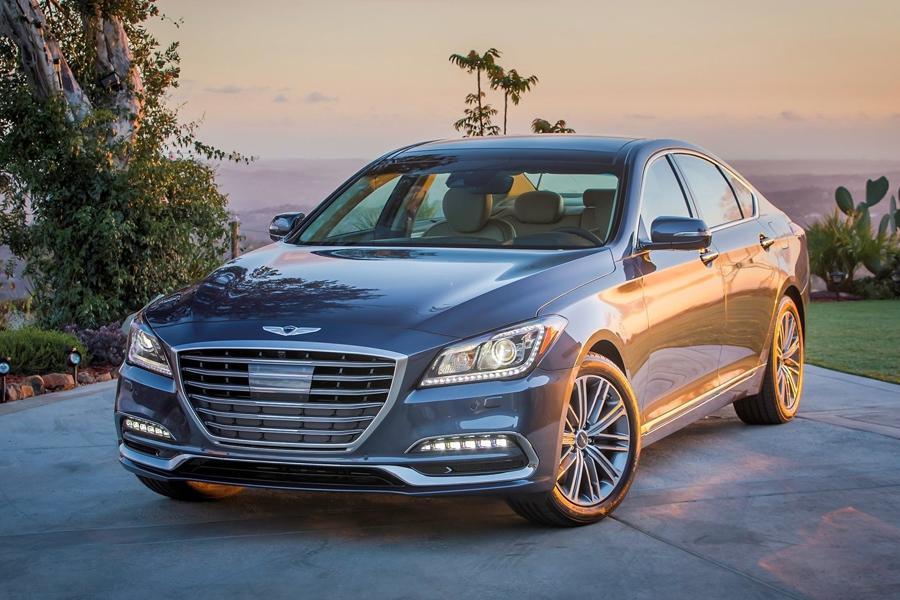 В России начались продажи седана Genesis G80