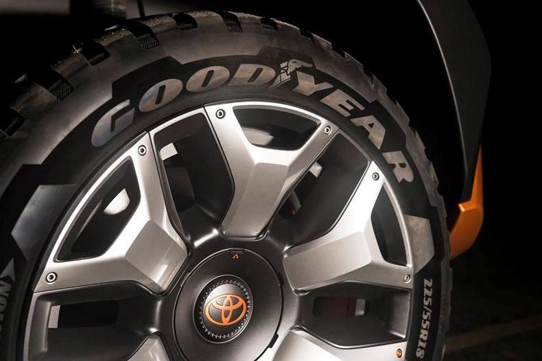 Toyota выложила тизер нового внедорожника