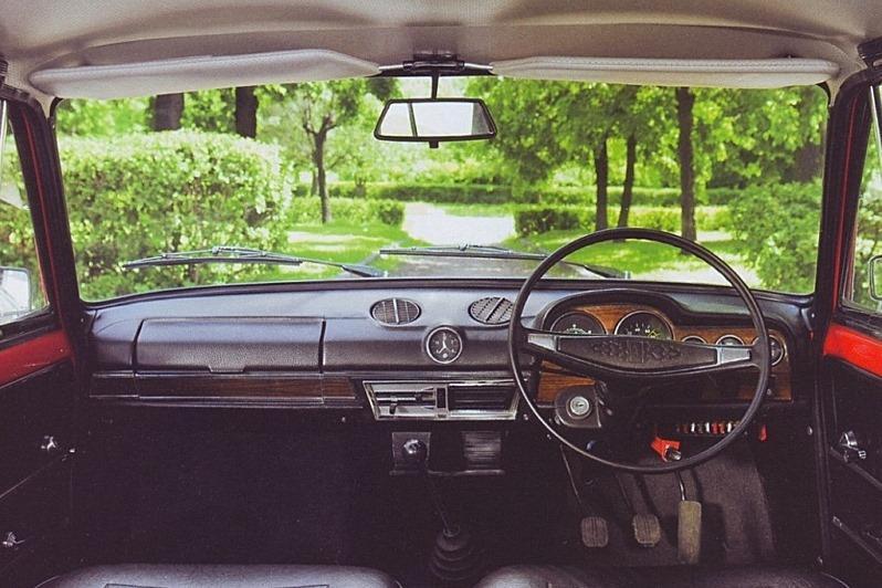 АвтоВАЗ снова будет выпускать машины с правым рулем