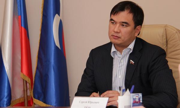Сергей Тен предлагает рассмотреть законопроект о сезонных шинах в рамках весенней сессии Госдумы