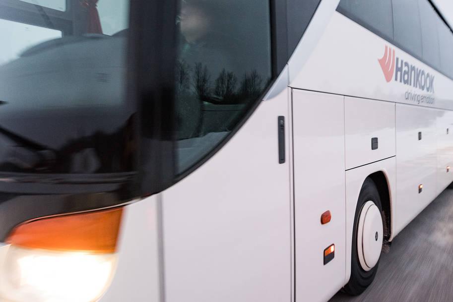 Hankook привезет на выставку Bus2Bus новую автобусную шину SmartTouring DL22