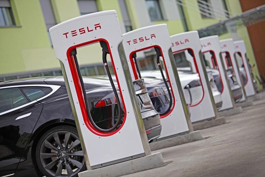Tesla удвоит количество собственных зарядных станций